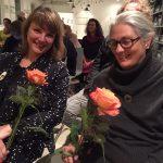 Blumen für die Künstlerinnen Antonie Schneider und Susanne Straßer.