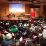 Sensationelle Buchpremiere von Kosmo & Klax auf der Münchner Bücherschau! Alexandra Helmig & Jazz-Trio begeistern mit Gesang, Lesung und Bildpräsentation in einem ausverkauften kleinen Konzertsaal 180 kleine und große BücherschaubesucherInnen.