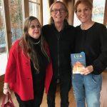 Dr. Ingeborg Prager, Kuratorin der Reihe, mit Yogo Pausch und Alexandra Helmig